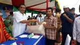 Farmers Pay Zakat to BAZNAS